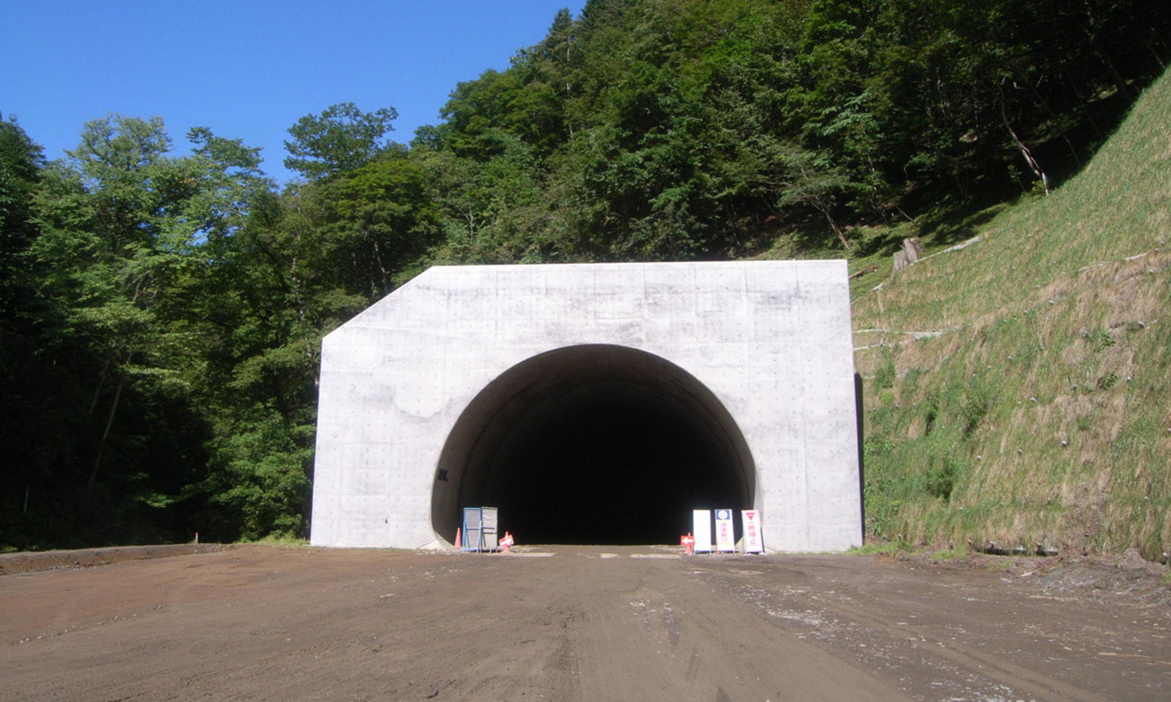 道東自動車道軽満トンネル