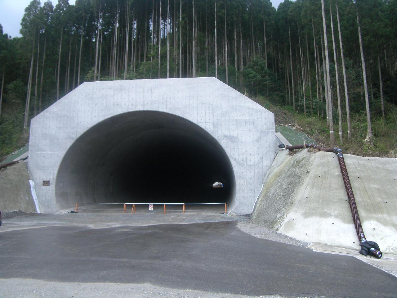 東九州自動車道北河内トンネル